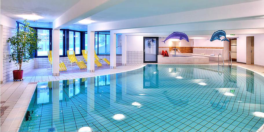 Spaß pur für die ganze Familie bieten 3 Schwimmbecken auf Gut Wenghof