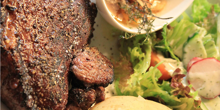 Neben leckeren Tröpfchen serviert das Scarriff Irish Pub auch beste ausgewählte Speisen