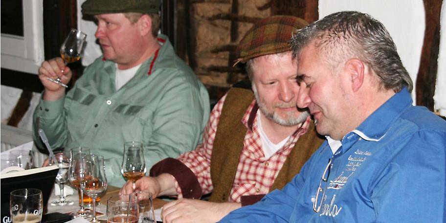Gemütliches Beisammensein im Scarriff Irish Pub