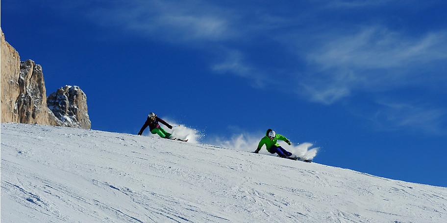 Vom ADAC Skiguide zum Top Skigebiet und Aufsteiger des Jahres 2010 gekürt, bietet Carezza Ski  40km bestens präparierte Pisten in einem unvergleichlichem Winterpanorama
