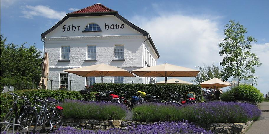 Wunderschöne Außenansicht des Restaurants Fährhaus in Wesel-Bislich