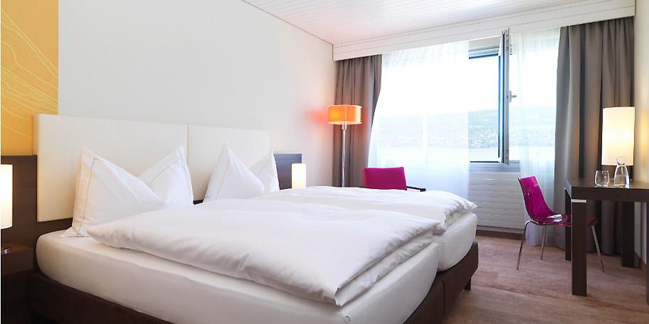 108 moderne und farbenfroh gestaltete Zimmer im Hotel Meierhof