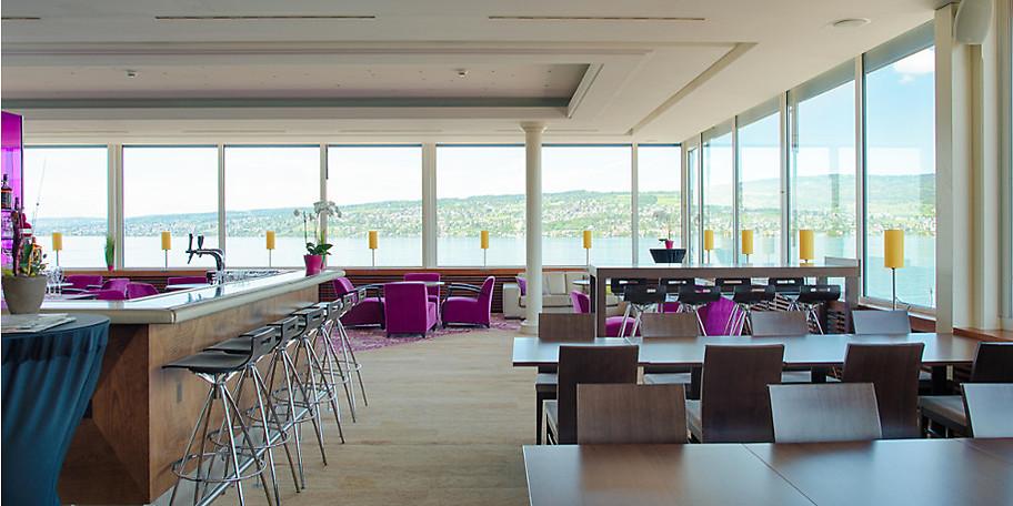 Lounge & Bar au lac mit atemberaubendem Blick über den Zürichsee zum Frühstück