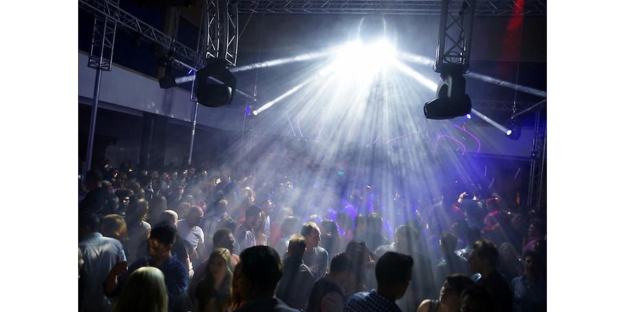 Super Stimmung auf zwei Dancefloors beim Halloween Special der let's dance party