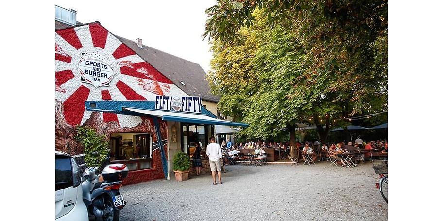 Burgerbar und Live-Sport im Fifty Fifty Augsburg
