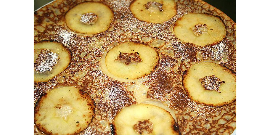 Original holländischer Pannekoeken mit Äpfeln im Pfannkuchenhaus