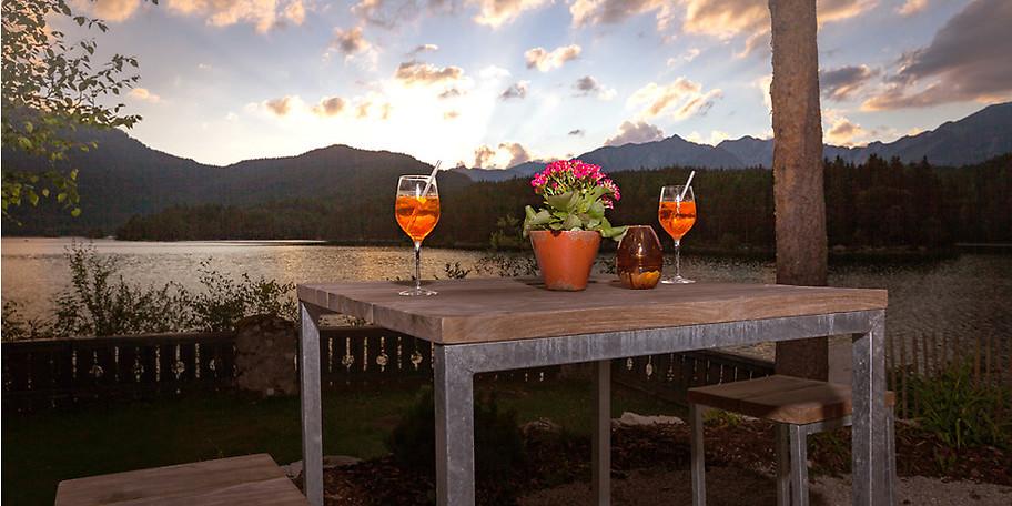 Genießen Sie bei einem guten Cocktail den wunderbaren Ausblick