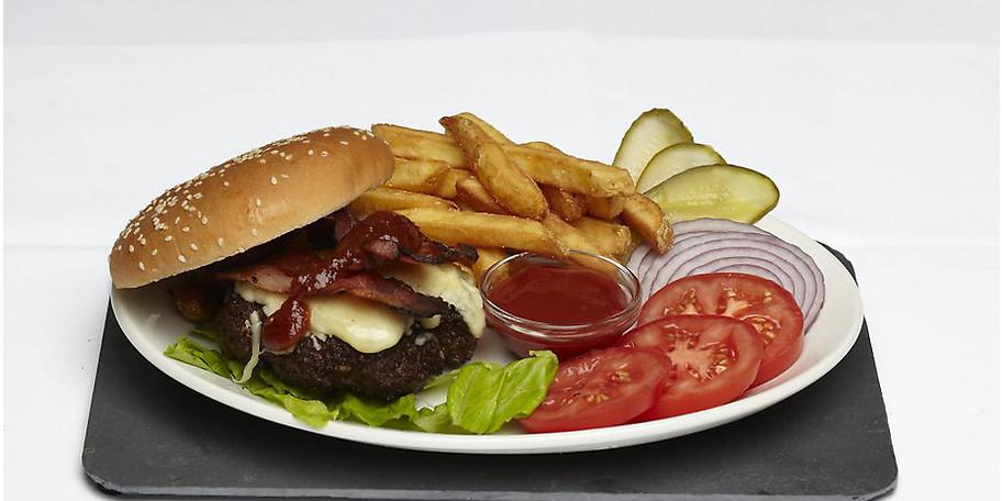 Ein klassischer BBQ Bacon Cheeseburger wie man ihn nur im Juleps bekommt