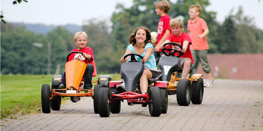 In einem freundschaftlichen Verhältnis fühlen sich Schulklassen, Kindergärten, Familien, Wanderer und Naturfreunde im Ferienhof daheim
