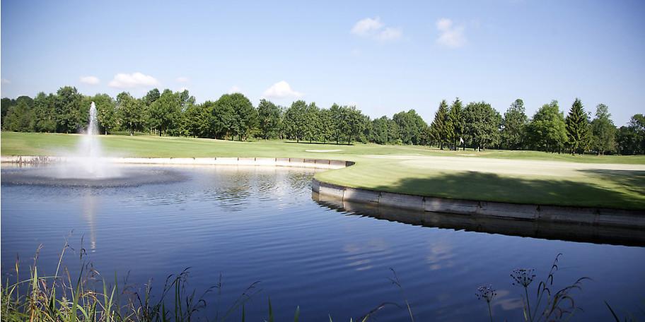 Der durchweg flache und lange Platz erfordert ein technisch und taktisch versiertes Golfspiel – ideal für sportliche Golfer
