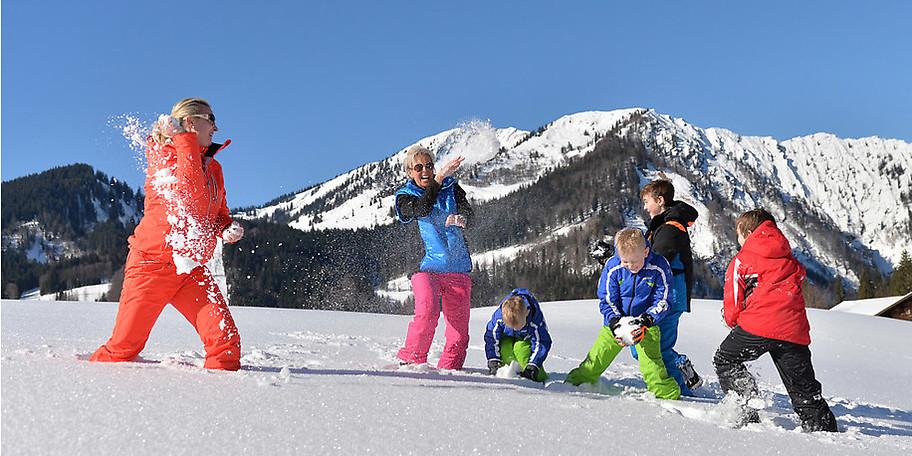 Ihr Winterurlaub für die ganze Familie – im KinderHotel POST im Salzburger Land