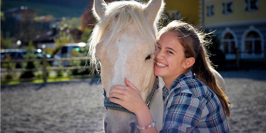 Pferde, Esel, Ziegen und viele weitere Tiere auf der POST-Ranch im KinderHotel POST