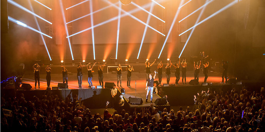 Mehr als 120 Live-Auftritte pro Jahr und sensationelle Solo-Konzerte