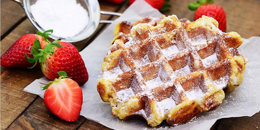Leckere Waffel mit frischen Früchten oder Eis? Im Bistro La HATTA sind Sie genau richtig!
