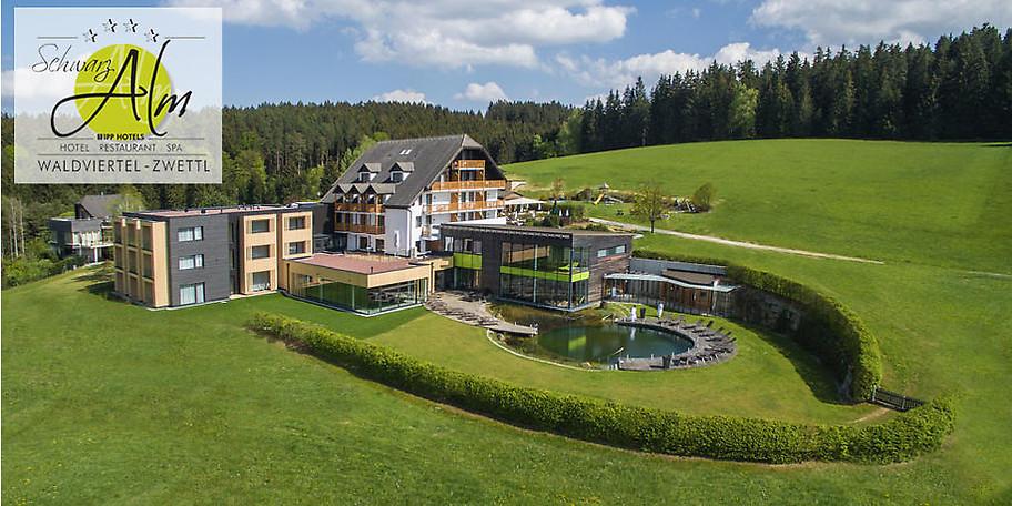 Herrliche Außenansicht des Hotel Schwarz Alm Zwettl****