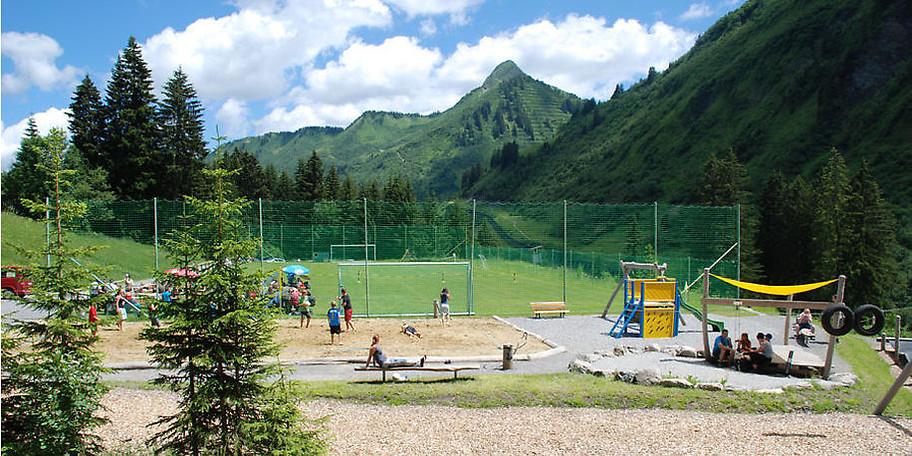 Genießen Sie die großzügigen Freizeitanlagen am Waldseilgarten Damüls