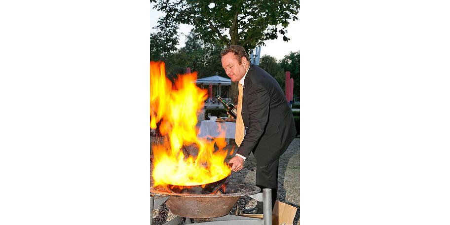 """Erleben Sie die Zubereitung von Fleisch in ganzen """"cuts"""" auf offenem Holzfeuer"""