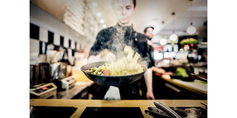 Wir lieben gute Lebensmittel und genießen es, daraus ein ehrliches und selbst gekochtes Essen für Jedermann auf den Tisch zu bringen