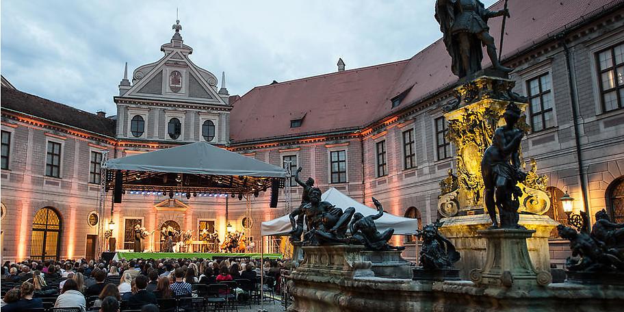 Die ABBA-Night unter freiem Himmel an der Residenz München