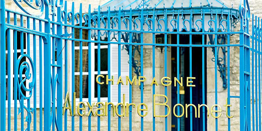 Monsieur Sonzogno vom Haus Bonnet führt Sie  in die perlende Champagner-Vielfalt ein