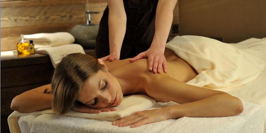 Gönnen Sie sich eine Massage oder lassen Sie sich von klassischen Wellness- und Kosmetikbehandlungen pflegen und verwöhnen
