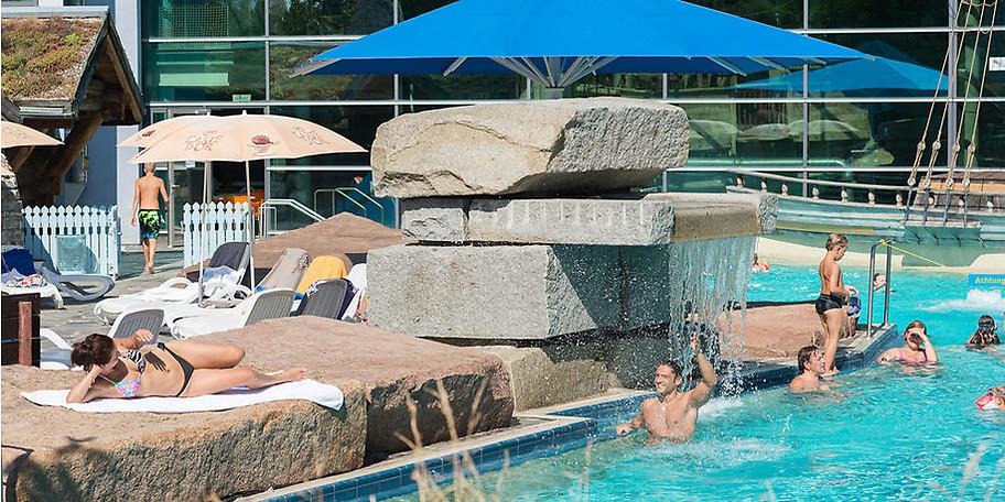 Rund 1.000 Quadratmeter Wasserfläche bieten viele Möglichkeiten zum aktiven und passiven Entspannen