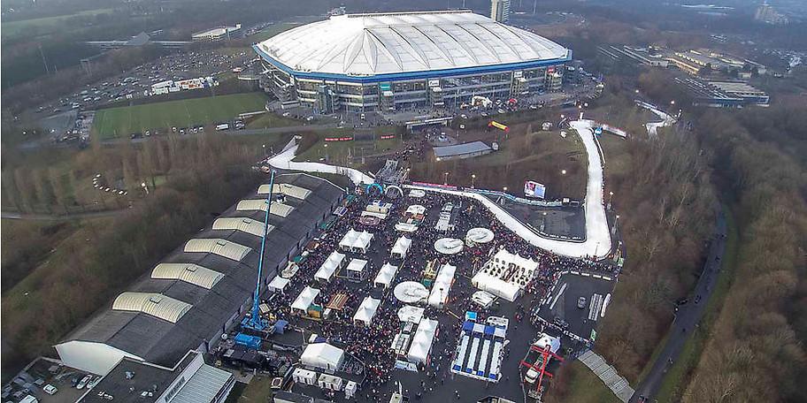Das Winterdorf auf der Veranstaltungsfläche P7 vor der VELTINS-Arena verspricht ein ganztägiges Unterhaltungsprogramm