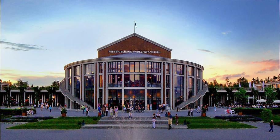 Freuen Sie sich auf einen unvergesslichen Besuch im Festspielhaus Füssen