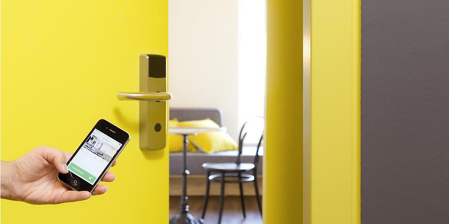 Dank innovativer Technologien können Sie Ihr Zimmer mit dem Handy öffnen