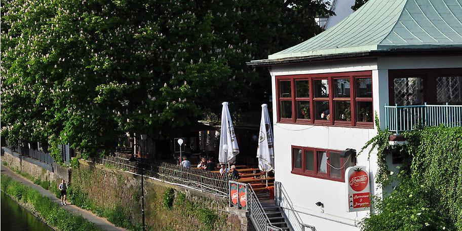 Das Restaurant Tomate bietet einen einzigartigen Blick auf die nur wenige Meter entfernte Ruhr