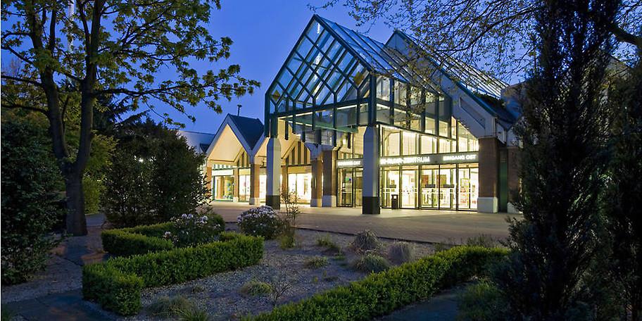 Im Rhein-Ruhr Zentrum finden Sie rund 200 Geschäfte, zahlreiche Restaurants, uvm.
