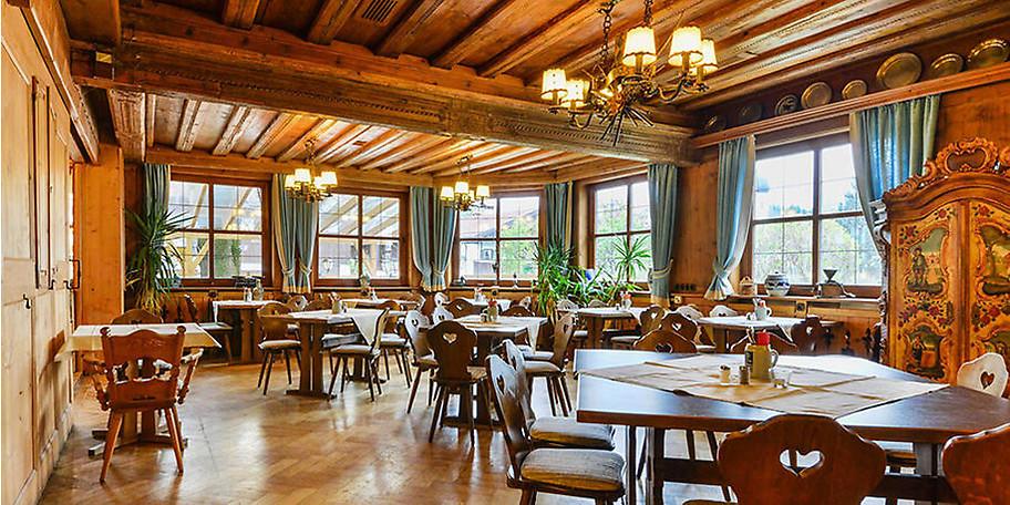 Gemütlichkeit im Restaurant Hotel Schmied von Kochel
