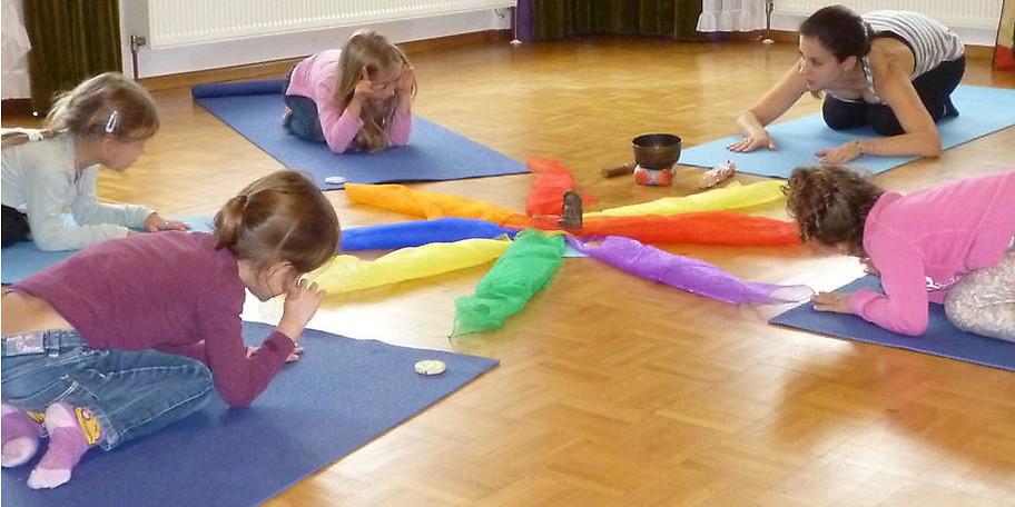 Wir bieten auch für Kinder Yogakurse an