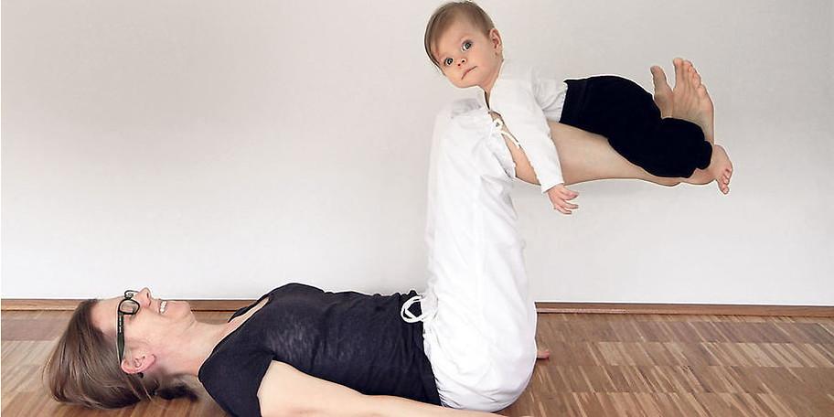 Wir bieten Ihnen Mama Baby Yogakurse