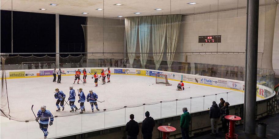 Mietet Euch die Eisfläche in Hard für Eishockey