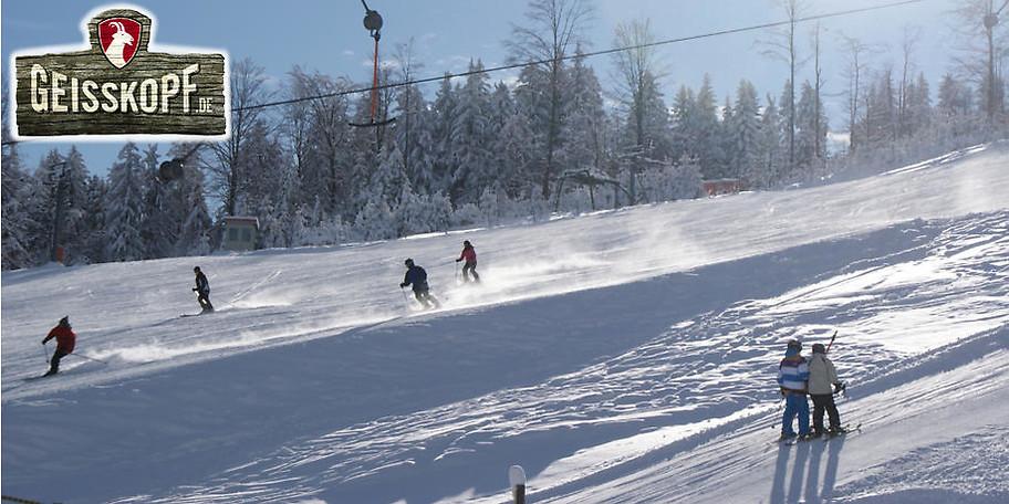 Neun breite und abwechslungsreiche Abfahrten laden zum Ski- und Snowboardvergnügen ein
