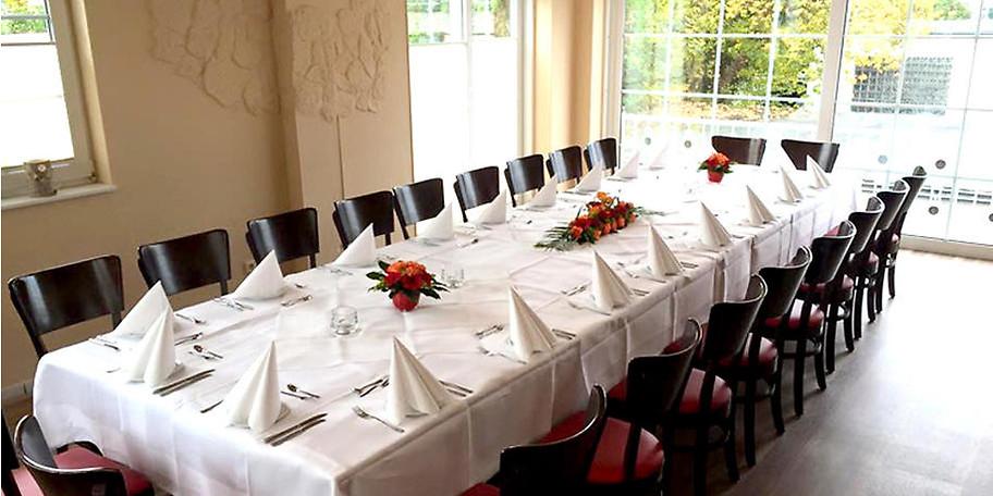 Festlich gedeckter Tisch im Zum Würzburger in Hagen