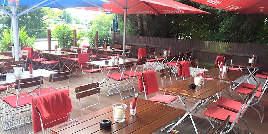 Der Biergarten des Restaurants Zum Würzburger in Hagen lädt zum Verweilen ein
