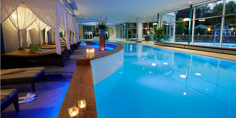 Das 4-Sterne Vitalresort Göbel's Hotel AquaVita mit seinem angeschlossenen 2.000 qm großen Gesundheitszentrum liegt direkt an Europas größtem Kurpark
