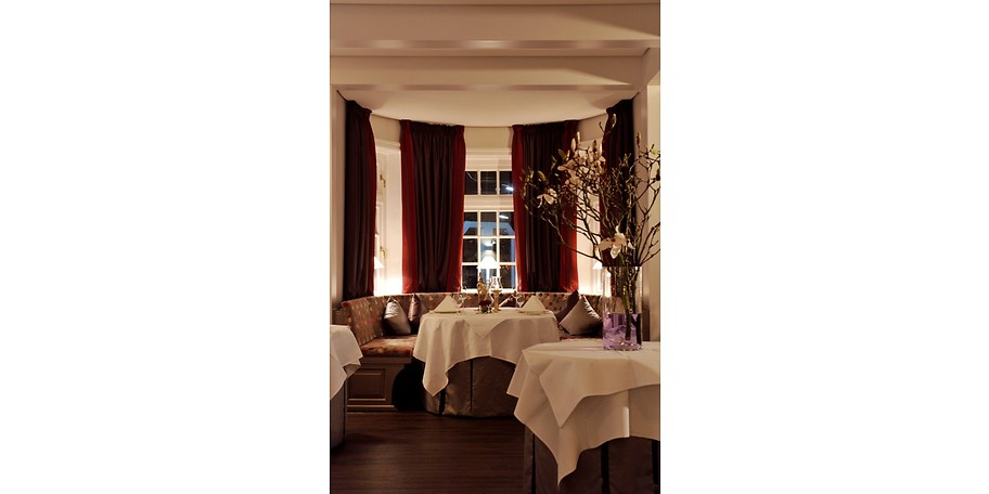 gutschein romantik hotel restaurant j rg m ller 292 50 statt 585. Black Bedroom Furniture Sets. Home Design Ideas